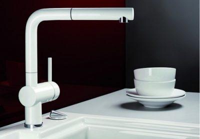 BLANCO LINUS-S - Kjøkkenarmatur i Hvit farge med uttrekstut