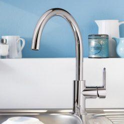 Grohe Bauedge kjøkkenkran i krom - montert i oppvaskkum